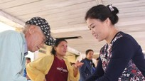 400 bát cháo trao cho bệnh nhân nghèo ở Bệnh viện Ung bướu