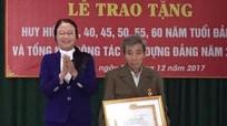 Nghi Lộc: Trao tặng Huy hiệu Đảng cho 26 đảng viên