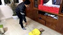Bị bố đẻ đánh gãy 2 sườn, nhưng cậu bé 'xui mẹ xin đừng cho bố đi tù'
