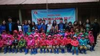 Hàng trăm món quà của mầm non phố Vinh đến với mầm non Kỳ Sơn