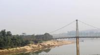 Bàng hoàng đau xót tiễn đưa hai nữ sinh Nghệ An tự vẫn dưới cầu Dùng