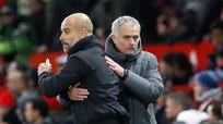 Mourinho bị ném chai nước vào đầu sau trận thua trước Man Cty