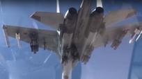 Tiêm kích F-22 của Mỹ bỏ chạy khi Su-35 Nga mang vũ khí áp sát