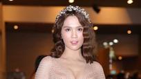 Ngọc Trinh khoe ngực táo bạo trong show diễn thời trang