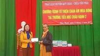 Trao chăn ấm và hỗ trợ xây dựng nhà cho học sinh nghèo ở Quỳ Châu