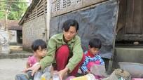 Người mẹ nghèo nuôi con bệnh tật