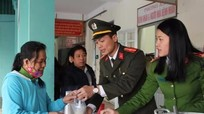 200 'bát cháo tình thương' trao bệnh nhân nghèo ở Nghi Lộc
