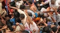 Hàng chục người thương vong do giẫm đạp nhau để lấy thức ăn miễn phí