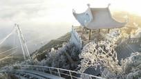 Hình ảnh băng tuyết phủ trắng nóc nhà Đông Dương
