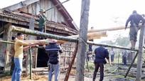 Dân bản góp tre, nứa dựng nhà cho vợ con người đàn ông bị lũ cuốn trôi