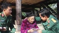 Ban chỉ huy quân sự Con Cuông tặng quà các gia đình chính sách