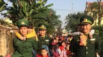 Trẻ mầm non trải nghiệm đời sống quân ngũ