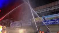 Diễn tập dập tắt đám cháy tại chợ Ga Vinh trong 15 phút