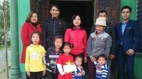 Nghĩa Đàn thăm, tặng quà học sinh, giáo dân nghèo