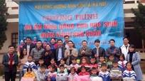 Hơn 370 suất quà đến với học sinh nghèo vùng sâu vùng xa