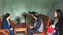 Văn phòng Tỉnh ủy tặng quà 5 hộ giáo dân nghèo