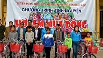 Hàng trăm suất quà đến với học sinh và hộ nghèo ở biên giới