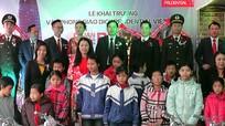 16 học sinh nghèo được trao tặng xe đạp 'Tiếp sức đến trường'