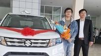 Nam sinh Nghệ An 21 tuổi dùng tiền làm thêm mua ô tô 800 triệu tặng bố