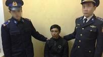 Cảnh sát biển bắt kẻ ôm 2 kg ma túy đá đi bán