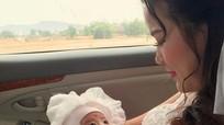 9X bế con một tháng tuổi lên xe hoa về nhà chồng