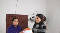 Bạn đọc Báo Nghệ An tặng quà 2 cháu bé mắc bệnh hiếm gặp
