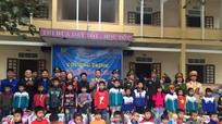 Trao 100 suất quà cho học sinh nghèo xã biên giới Thanh Thủy
