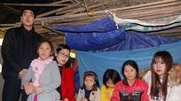 Nhóm Niềm tin hỗ trợ 3 mẹ con phải ở trong chuồng bò