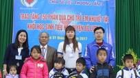 Tặng 150 suất quà cho học sinh khuyết tật Đô Lương