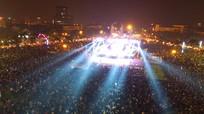 Hàng ngàn người dân thành phố Vinh hân hoan chào năm mới 2018