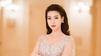 Đỗ Mỹ Linh khoe dáng với váy xuyên thấu