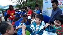 Hàng trăm suất quà về với học sinh và hộ nghèo xã biên giới Tam Hợp