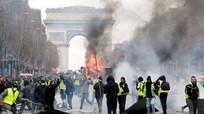 """Sau """"ngày thứ bảy đen tối"""": Khải Hoàn Môn nước Pháp tan hoang"""