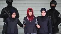 Bố đẻ Đoàn Thị Hương dự phiên đối chất nghi can tại Malaysia