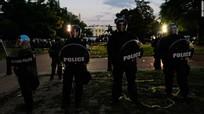 Tổng thống Trump sơ tán xuống hầm ngầm khi người biểu tình vây Nhà Trắng