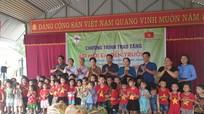 Đảng ủy Khối doanh nghiệp tỉnh và Công ty Thủy điện Bản Vẽ thăm, tặng quà tại huyện Tương Dương