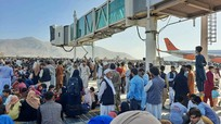 Hàng nghìn người đổ xô vào đường băng, sân bay Kabul hỗn loạn