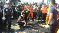 Trục vớt những thi thể đầu tiên vụ máy bay rơi ở Indonesia