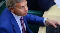 Thượng nghị sĩ Nga: Tổng thống Ukraine không ngăn được pháo kích Donbass nên đã 'làm trò giải trí'