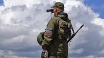 Quan chức quân sự Ukraine mặc đồ thường dân đi gài mìn ở Donbass
