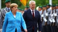 Bất ngờ hé lộ lời Thủ tướng Đức thì thầm trong lúc run rẩy mạnh