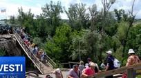 Dân Donbass hối hả xây cầu dưới tầm bắn phá ác liệt của quân đội Ukraine