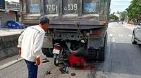 Lao xe máy 'găm' vào đuôi ô tô trên QL1A, nam thanh niên trong tình trạng nguy kịch