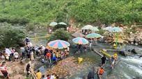 Nhiều người dân thờ ơ với khuyến cáo phòng, chống dịch tại điểm du lịch sinh thái