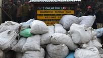 """Dọn 1,2 tấn rác trên """"nóc nhà thế giới""""chỉ trong 1 ngày"""