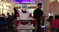 Nepal trình làng mẫu robot bồi bàn đầu tiên