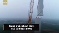 Cận cảnh xe cẩu lớn nhất thế giới vận hành trên mọi địa hình