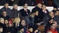 Wenger bị gọi là kiêu ngạo quá mức khi Arsenal văng khỏi Cup FA