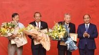 Thủ tướng trao Huy hiệu 80 năm tuổi Đảng cho đồng chí Đồng Sỹ Nguyên