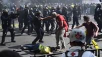 Paris chìm trong hỗn loạn, hơn 100 người phe áo vàng bị bắt